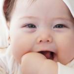 赤ちゃんが嘔吐した際の対処方法!原因って何だろう…