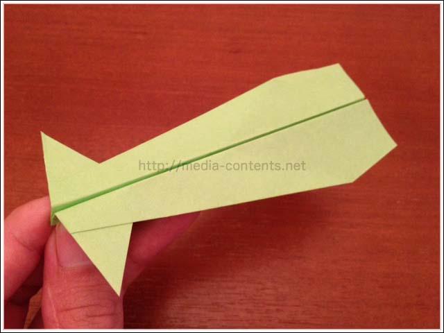 折り紙のイカ飛行機の折り方!子供と一緒に作ってみよう♪