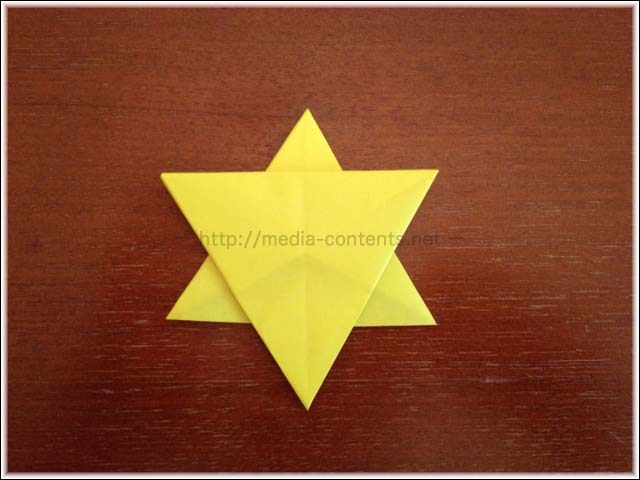 折り紙で簡単!星の折り方♪クリスマスの飾り付けに使えるよ!